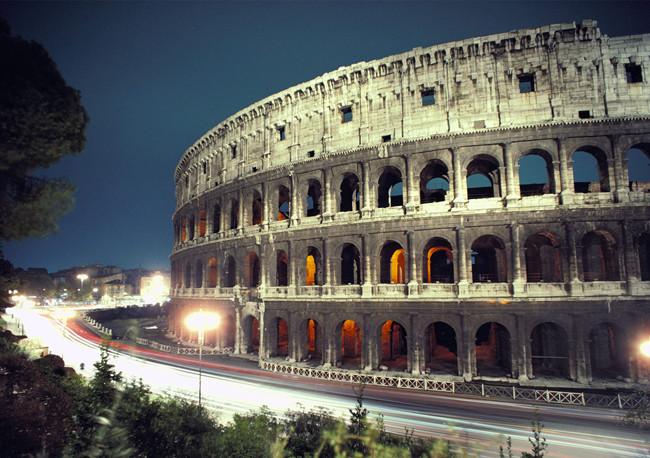 Колизей - самый крупный из древнеримских амфитеатров