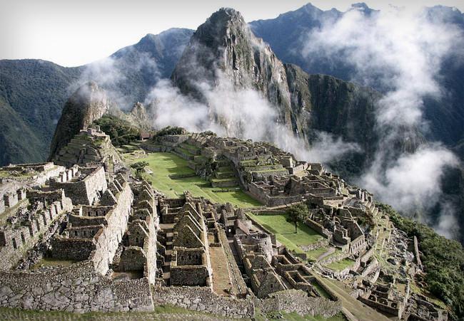 Мачу-Пикчу - легендарный древний город инков, расположенный высоко в горах
