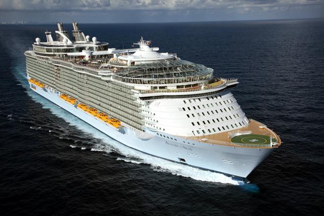 Длина – 360 метров. Пассажировместимость – 5400 человек.