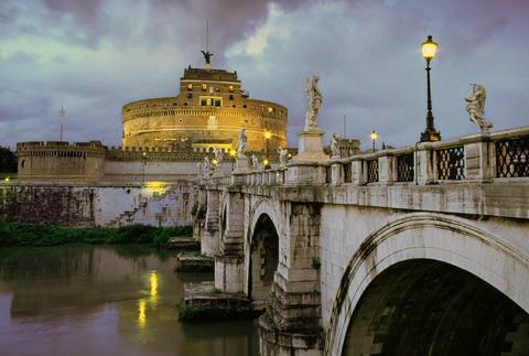 Вид на мост святого ангела и замок
