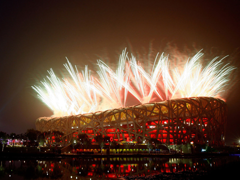 Салют на олимпийском стадионе Пекина