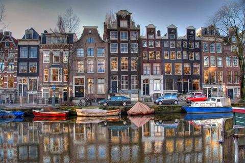 Симпатичные домики вдоль каналов стали одним из символов города