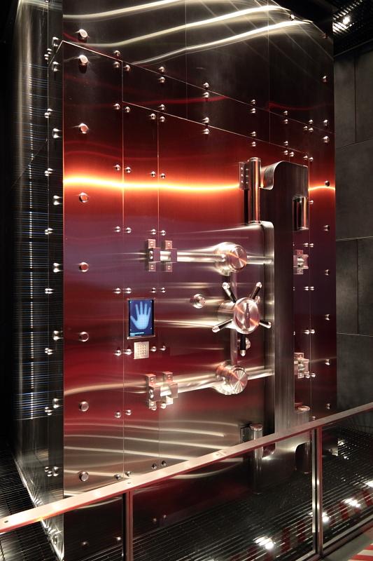 Дверь в хранилище музея World of Coca-Cola.JPG