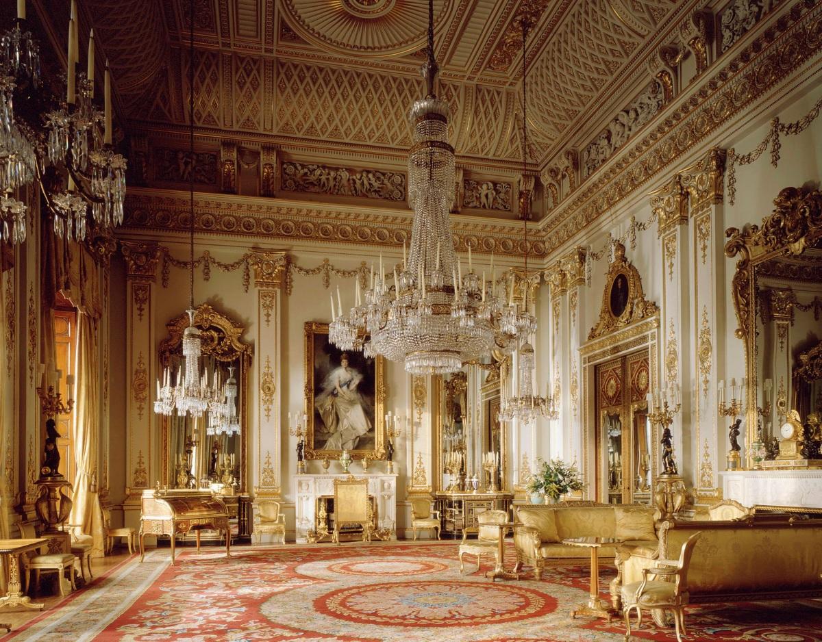 Один из залов Букингемского дворца.jpg