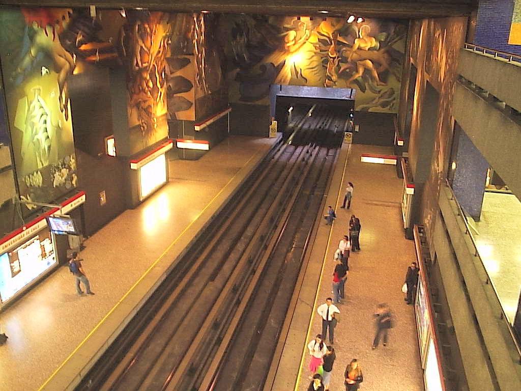 Станция метро Universidad de Chile, Сантьяго де Чили.jpg