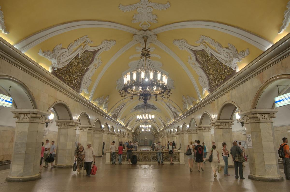 Станция метро Комсомольская, Москва.jpg
