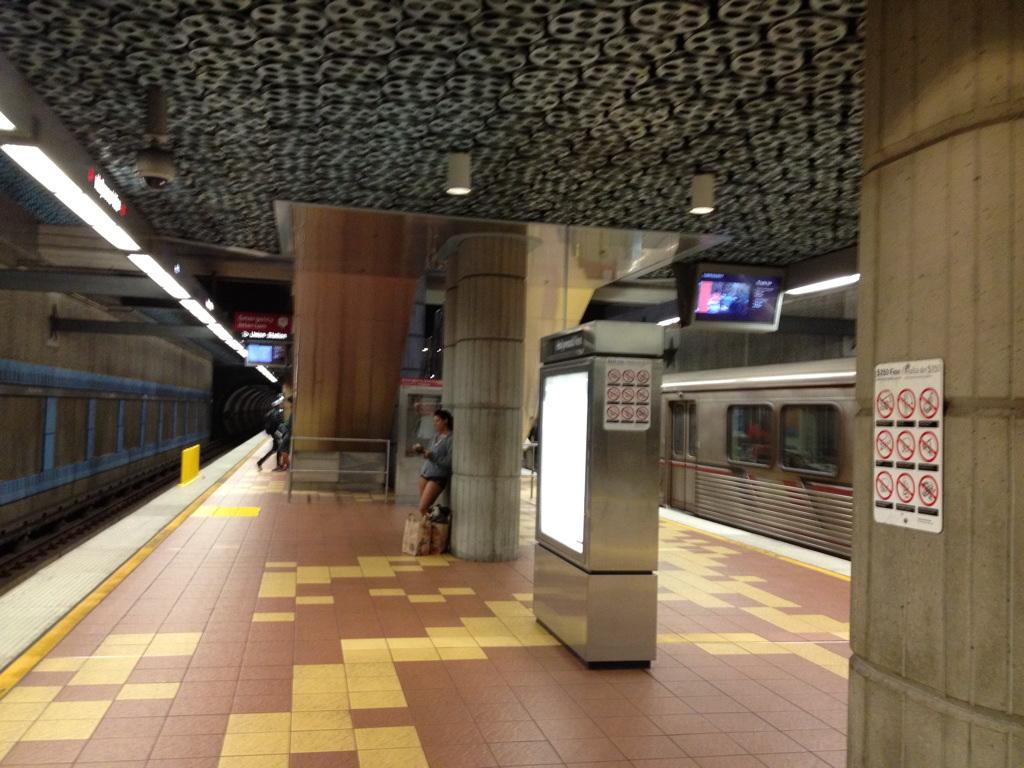 Станция метро Hollywood Vine, Лос -Анджелес.jpg