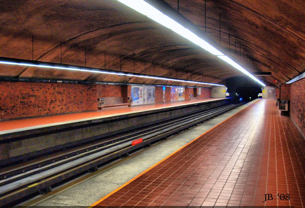 Станция метро Namur, Монреаль.jpg