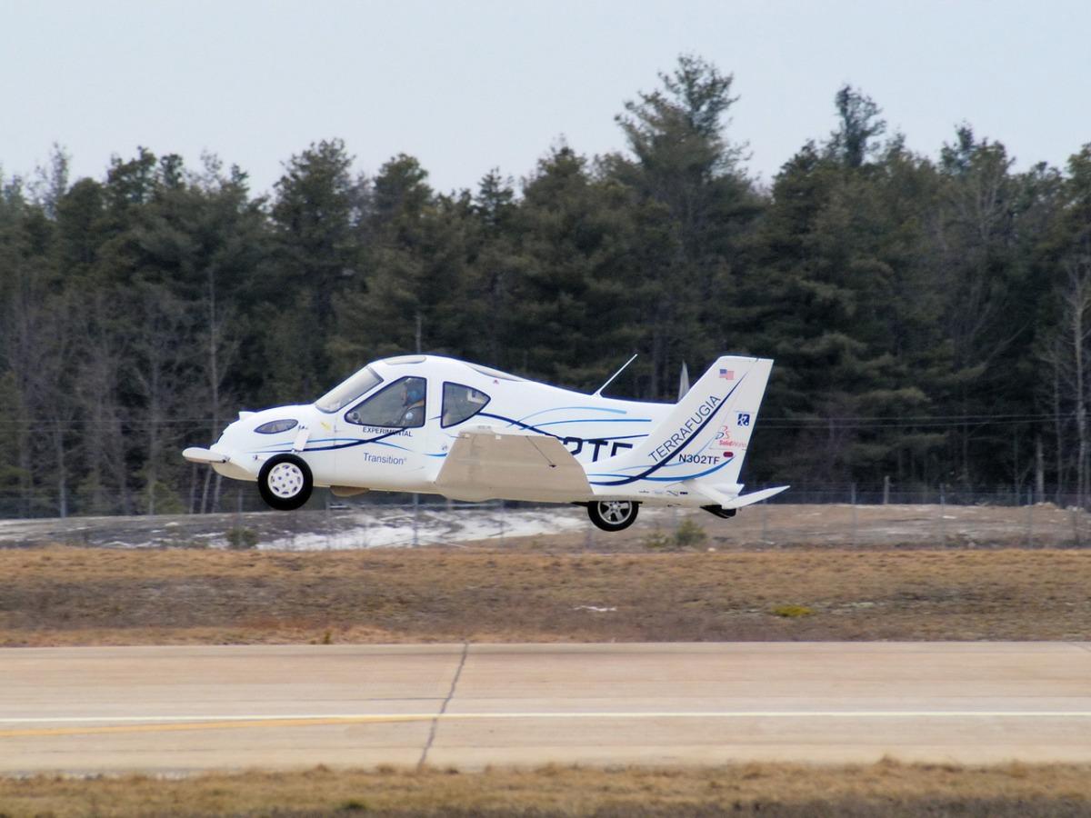 Автомобиль-трансформер Terrafugia Transition, полет.jpg