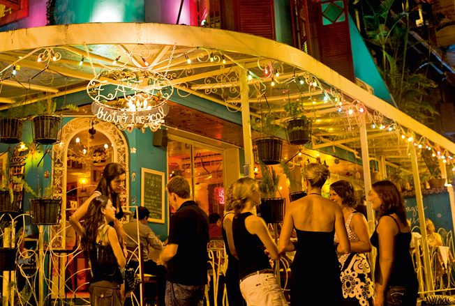 Ночная жизнь Рио с вездесущей кайпериньей.jpg