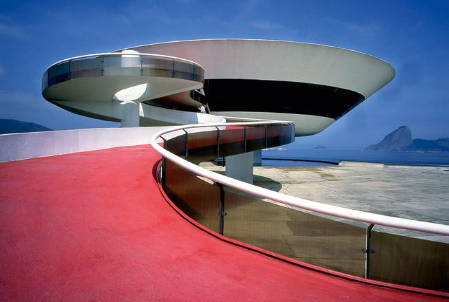 Музей современного искусства архитектора Оскара Нимейера.jpg