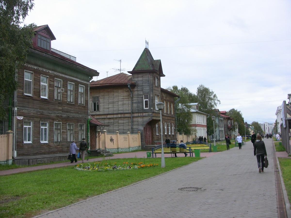 Проспект Чумбарова-Лучинского и его живописные домики