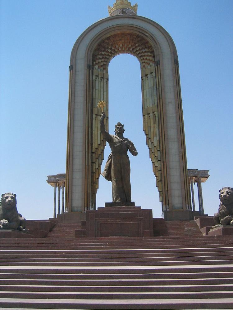 Памятник Исмоили Сомони.jpg