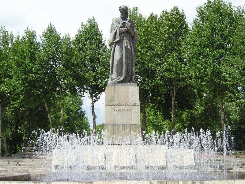 Памятник Абуали.jpg