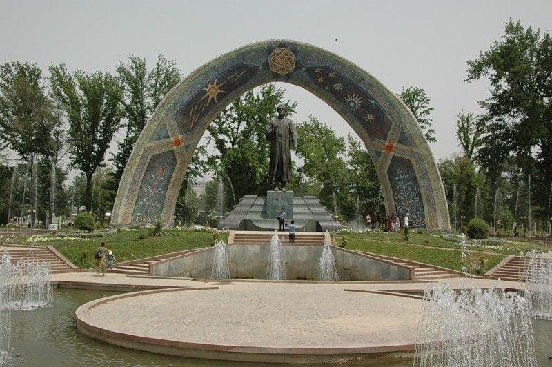 Памятник Рудаки.jpg