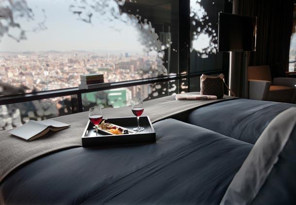 Вид из номера Renaissance Fira Hotel.jpg