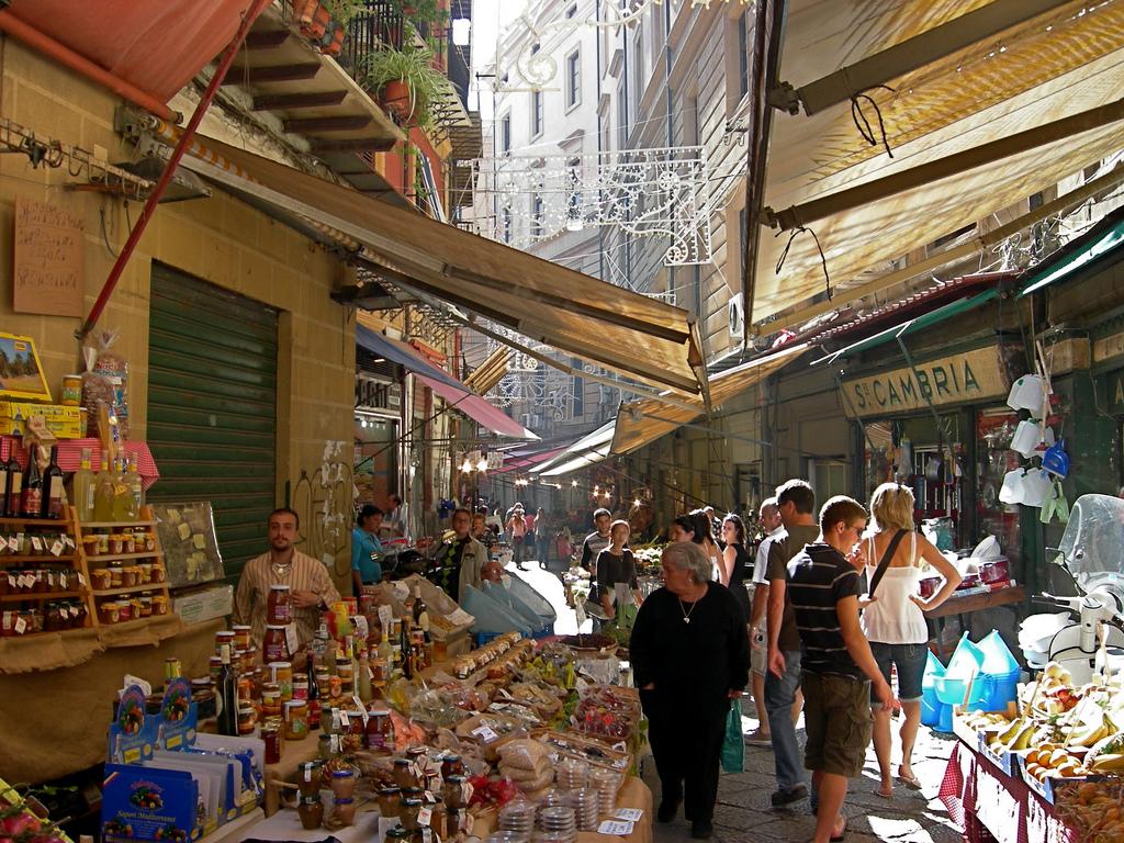 Рынок на улице Вуччирию.jpg