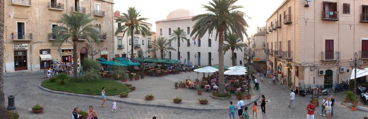 Городская площадь Чефалу - piazza del Duomo.JPG