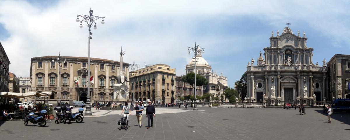 Центральная площадь Катании (piazza del Duomo) внесена в список Всемирного наследия ЮНЕСКО.jpg