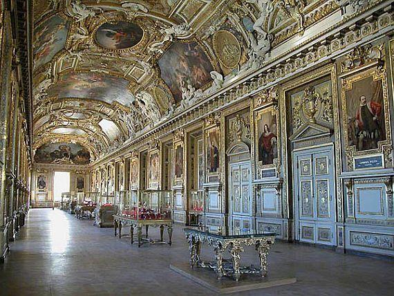 В коридорах Лувра.jpg
