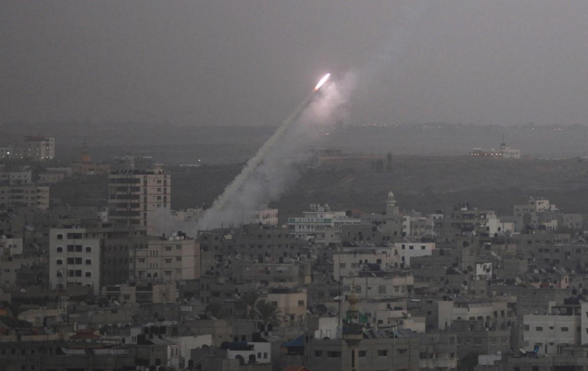 Ракета выпущенная с территории Газы в сторону Израиля.jpg