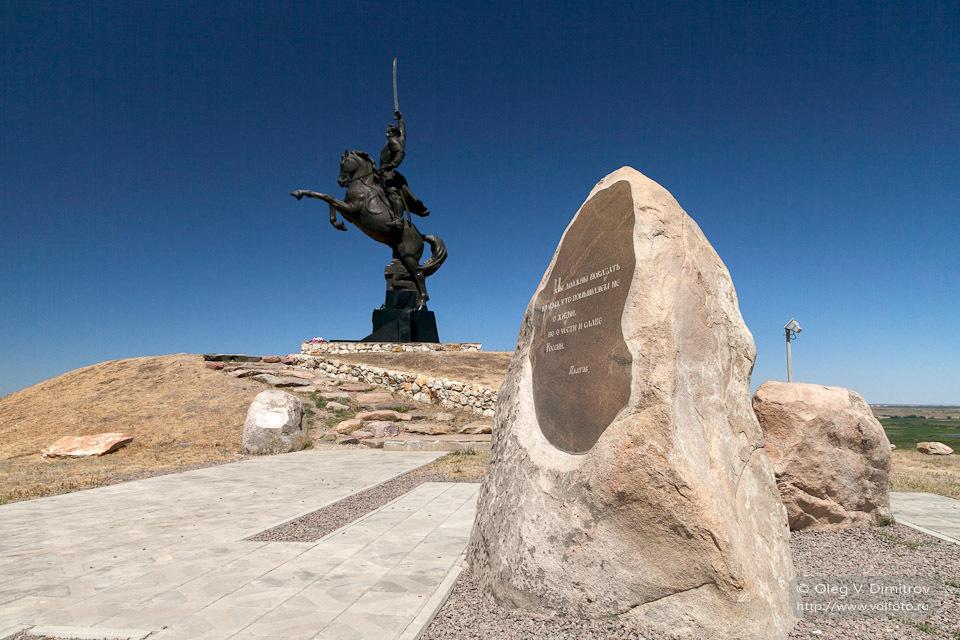 Монумент-памятник «Доблестному Донскому казачеству».jpg